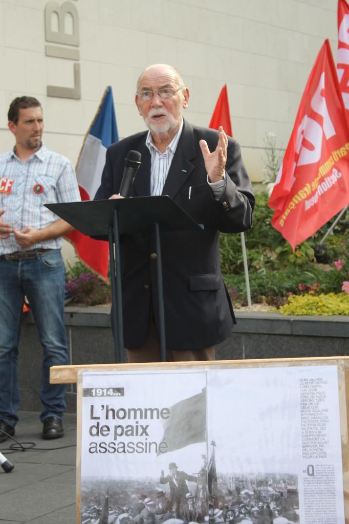 Pierre Largesse Vice Président de l' IHS lors de la prise de parole à Caudebec les elbeuf pour le 100 ème anniversaire de l'assassinat de J.Jaurès (photo J.D.)