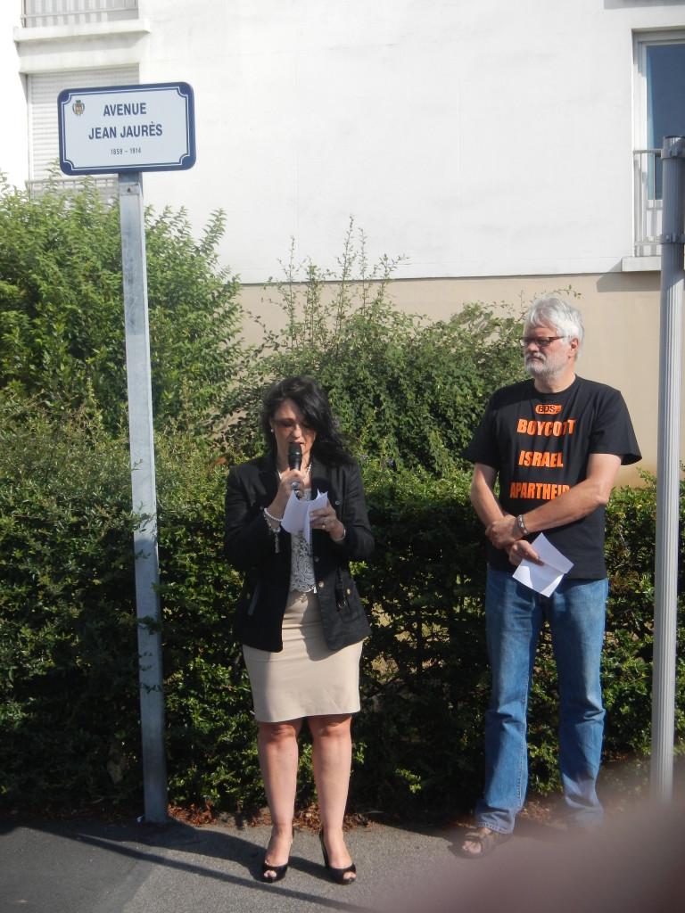 Nathalie Nail Conseillère Générale et Pierre Lebas lors de la commémoration pour le 100 èma anniversaire de l'assassinat de J.Jaurès au Havre (photo Luc Bourlé)